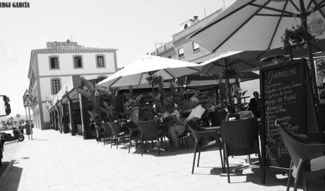 El PP pide aplazar la obligación de los hosteleros de homologar sus terrazas en el Raset de Dénia