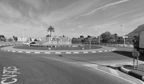 Un conductor ebrio de 77 años estrella su vehículo a la salida de Dénia