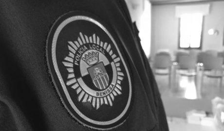 Un policía y un médico fuera de servicio salvan la vida a un hombre en Benissa