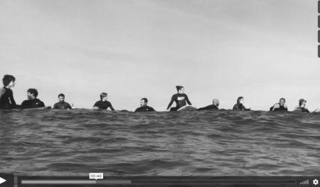 [VÍDEO] Flors al mar per al surfista de Xàbia mort a Uruguai