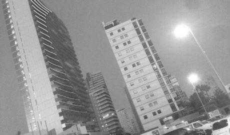 El Consell ordena a Calp que anule la licencia del hotel Suitopia e investiga la de las torres gemelas