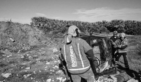 Una vecina de Pego herida al volcar su vehículo en las inmediaciones del Marjal