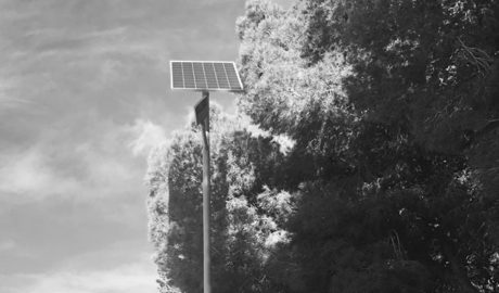 Fanals solars per vigilar els punts d'abocament de residus a Teulada