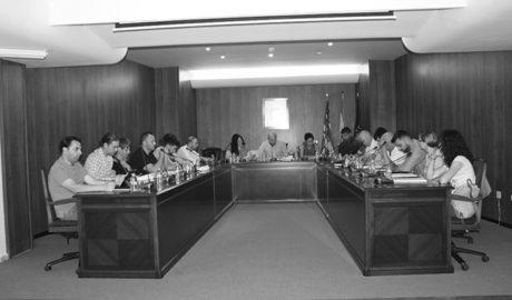 Teulada anuncia una baixada d'impostos i l'oposició recrimina la privatització de la basura