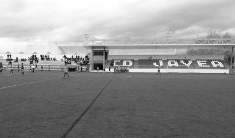 Denuncian la falta de visibilidad por la nueva cubierta del campo de fútbol de Xàbia