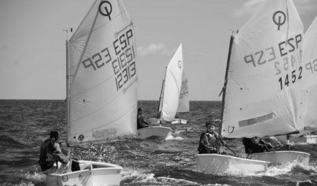 Unos 170 regatistas llenarán la bahía dianense en el DéniaVela 2018