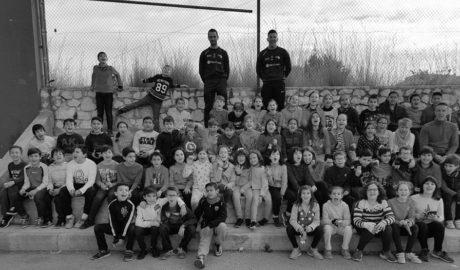 Los jóvenes del colegio Sanchis Guarner de Ondara aprenden de pilota con la visita de dos profesionales
