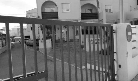 Benitatxell paga la reparación del portón de la Guardia Civil de Xàbia