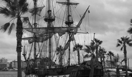 Un barco ruso, réplica de los que usaban los zares del siglo XVII, atraca en Dénia
