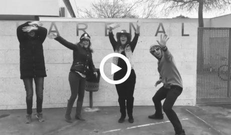 [VÍDEO] Los maestros del colegio El Arenal de Xàbia bailan al ritmo de 'Respect' por la igualdad