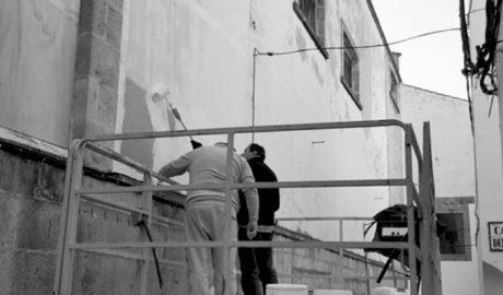 Las reivindicaciones de los comerciantes de Xàbia fuerzan a adecentar la fachada del Central Cinema