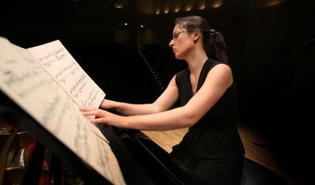 Concierto: 'The Bach Mirror: Reflejos bachianos en el piano de los siglos XX y XXI' por Marta Espinós -Xàbia-