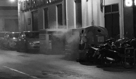 Queman dos contenedores en la zona de la calle la Mar en Dénia