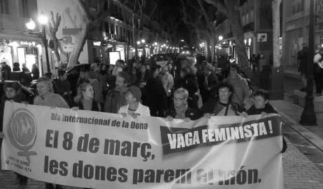 Decenas de mujeres se manifiestan en Dénia para pedir apoyo a la huelga del 8 de marzo