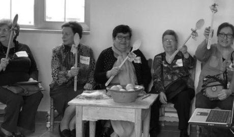 Mujeres de Jesús Pobre elaboran junto a Miquel Ruiz una guía de 'recetas de la memoria'